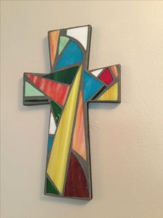 Mosaic cross – made using stained glass - MOSAIC Paper Mosaic, Mosaic Diy, Mosaic Crafts, Mosaic Projects, Stained Glass Projects, Stained Glass Patterns, Mosaic Patterns, Mosaic Crosses, Wooden Crosses
