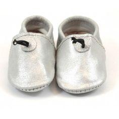 Chaussons bébé en cuir argenté