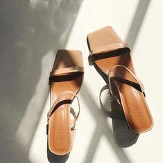 Platform pumps – High Fashion For Women Pumps, Carrie Bradshaw, Pretty Shoes, Looks Style, Strappy Sandals, Beige Sandals, Silver Sandals, Dress Sandals, New Shoes