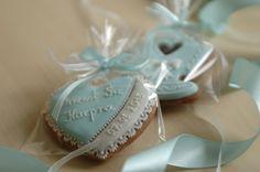 """Dla zaproszonych z okazji chrztu gości też mam słodką propozycję.  Więcej wzorów lukrowanych pierniczków znajduje się na moim blogu """"Koronkowe Pierniczki"""":  www.facebook.com/koronkowe.pierniczki"""