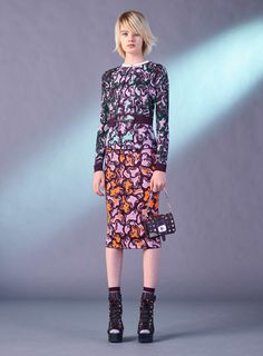 See the complete Versace Pre-Fall 2017 collection.