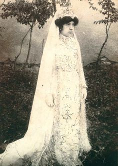 Chic Vintage Brides, Bridal Looks, Wedding Photography, Fashion Outfits, History, Clothes, Beautiful, Dresses, Style