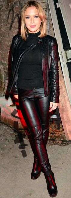 Gorgeous blonde in black sweater, black leather pants jacket and ankle boots - 2019 Leather Pants Outfit, Black Leather Pants, Biker Leather, Leather Trousers, Leather Jacket, Curvy Outfits, Sexy Outfits, Shiny Leggings, Leggings Are Not Pants