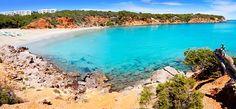 La località turistica espiaggia di Cala Llenya si trova lungo la costa settentrionale di Ibiza, a 12 chilometri a nord di Santa Eularia e a 25