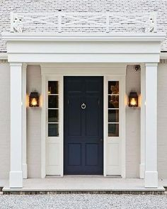 I am such a fan of a coloured front door, and this one's done just right. Gorgeous neutrals brought to life by a high gloss navy blue Pic from @decorpad #navy #frontdoor #entrance