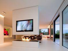 Cette cheminée est en totale adéquation avec le style de la maison qui l'abrite. L'habitation faisant la part belle au Hi-Macs®, matériau, la cheminée en a naturellement été entièrement ... #maisonAPart