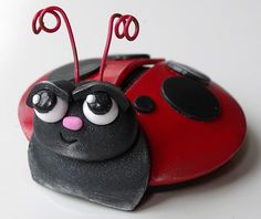 CraftArtEdu: the premier online craft class or online craft classes for crafts and fine arts. Melissa Terlizzi, Love Bug Magnets: A Free Basic Class with Melissa Terlizzi, polymer clay online class tutorial. Free Classes, Love Bugs, Ladybugs, Magnets, Polymer Clay, Crafts, Manualidades, Ladybug, Craft
