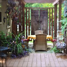 Townhouse living does offer some benefits, but privacy is definitely not one of them. Most townhouse gardens have hardly any privacy, and many are overlooked by units on higher levels. So how do you establish some privacy in your own garden? http://www.home-dzine.co.za/garden/garden-private-place.htm