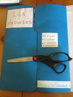 Maestra in Middle: Lapbooking with Spanish Spanish Teaching Resources, Spanish Activities, Spanish Language Learning, Class Activities, Teaching Ideas, Spanish Games, Vocabulary Activities, Language Activities, Teaching Materials