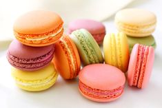 Watch this video for tips and tricks for making foolproof French Macarons. French Macarons are light, airy and delicate meringue sandwich cookies baked in an infinite array of flavors and fillings. Tea Cake Cookies, Macaroon Cookies, French Dishes, French Food, Macaroons, Shortbread Cake, Mousse, Strawberry Jam Recipe, Flavored Oils