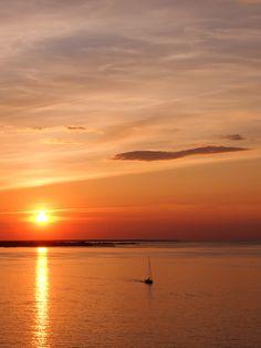 Ikimuistoinen auringonlasku risteilyllä. Celestial, Sunset, Nature, Photos, Outdoor, Outdoors, Naturaleza, Pictures, Sunsets