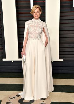 Elizabeth Banks in Ralph & Russo at the 2016 Vanity Fair Oscar Party at the Wallis Annenberg Center for the Performing Arts on February 28, 2016.