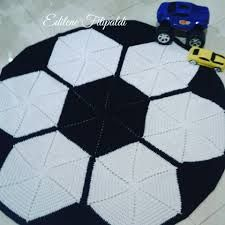 Tapis rond en crochet: Passo a Passos + 34 photos Crochet Mat, Crochet Carpet, Crochet Home, Crochet For Kids, Crochet Stitches, Crochet Patterns, Knit Rug, Kids Patterns, Knitting Accessories