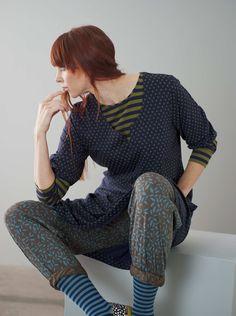"""Herbstmode Basics 2013 - Kleid """"Iris"""" aus Lyocell darunter der Ringpulver und dazu passend die Hose Gillöga."""