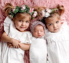 dont wake up baby sister 🤫 Who do you think baby sister is going to look more like ? Taytum (right) or Oakley (left) . Cute Baby Girl, Cute Babies, Baby Kids, Baby Baby, Beautiful Children, Beautiful Babies, Baby Pictures, Baby Photos, Family Pictures