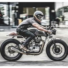 A nicely done Royal Enfield Continental GT built by . Motos Vintage, Vintage Bikes, Vintage Motorcycles, Cafe Racer Motorcycle, Motorcycle Style, Biker Style, Motorcycle Girls, Retro Motorcycle, Enfield Motorcycle