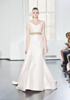 Pin for Later: Les Plus Belles Robes de Mariée de la Bridal Fashion Week Automne 2014  Legends by Romona Keveza Bridal Autumn 2014
