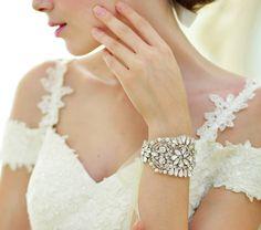 Hey, diesen tollen Etsy-Artikel fand ich bei https://www.etsy.com/de/listing/194657378/crystal-bridal-armband-art-deco-funkelt