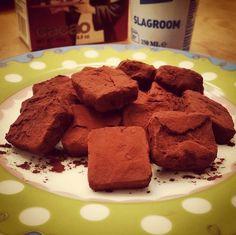 Vandaag maakte ik op deze druilerige zondag chocoladetruffels van pure chocolade. Op Pinterest vond ik het recept voor twee varianten: een traditionele en een hippe gezonde versie. Ik trap af met h...