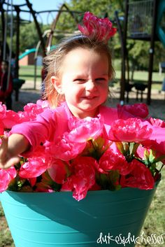 This simple flower pot costume takes just minutes to make, costs less than ten dollars, and will be the hit of Halloween! Last Minute Halloween Costumes, Halloween 2019, Halloween Crafts, Toddler Costumes, Baby Costumes, Diy Craft Projects, Fun Crafts, Sewing Projects, Flower Pot Costume