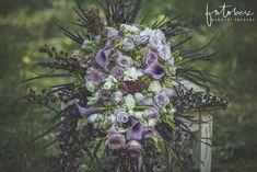 Menyasszonyi csokor 3 tipp a kiválasztáshoz - csodaszép esküvő Floral Wreath, Wreaths, Plants, Decor, Decoration, Planters, Decorating, Deco, Bouquet