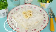 Hindistan Cevizli Muzlu Güllaç Tarifi Hummus, Pudding, Ethnic Recipes, Desserts, Food, Tailgate Desserts, Deserts, Custard Pudding, Essen