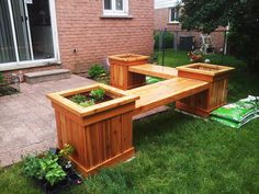 DIY Corner Planter Bench   Free Outdoor Plans - DIY Shed, Wooden Playhouse, Bbq, Woodworking Projects