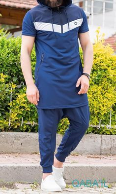 Summer KamiSuit Set, Modern and Trendy Tracksuit including with its longline hooded Short-sleeved track top and matching harem pants.QL KT Tracksuit Longline KamiSuit in Navy Indigo AFKLongline Tracksuit with Drop Crotch Jogger Sirwal Longline. Fashion Hub, Urban Fashion, Drop Crotch Joggers, Hippie Lifestyle, Muslim Men, Islamic Clothing, Indigo, Long A Line, Fashion Forward