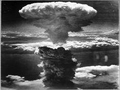 Harry Truman, Hiroshima Et Nagasaki, Hiroshima Bombing, Mushroom Cloud, Rare Historical Photos, Iwo Jima, Key West Florida, Poster Pictures, Pearl Harbor