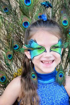 peacock-costume-yourself-make-make-up-kids-carnival peacock feather-rhinestones - Halloween Ideas 2018 Book Day Costumes, Costumes For Teens, Cute Costumes, Halloween Costumes For Girls, Peacock Halloween Costume, Halloween Makeup, Peacock Face Painting, Fish Costume, Kids Carnival