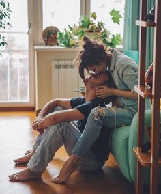 ✔ Couple Photoshoot Home Kiss Couple Chic, Classy Couple, Cute Couples Goals, Couples In Love, Cute Couple Pictures, Cute Photos, Couple Posing, Couple Shoot, Poses Pour Photoshoot