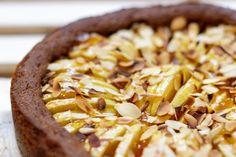 Deze speculaasappeltaart is gemaakt met een bodem van speculaas, spijs en appels! Dat is eens wat anders dan gevulde speculaas :-)