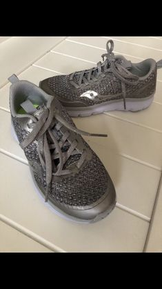 5e4b5edd80d4 Saucony Girls Silver glitter Running Sneakers Gray Size 1 Youth  fashion   clothing  shoes