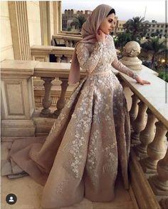 148 super ideas for wedding dresses hijab white gowns Muslim Prom Dress, Hijab Prom Dress, Muslimah Wedding Dress, Hijab Evening Dress, Hijab Wedding Dresses, Tulle Dress, Dresses For Hijab, Hijabi Wedding, Hijab Style Dress