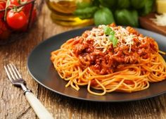 Cosori - Recipes for Air Fryer, Toaster Oven, Pressure Cooker and Blender - Spaghetti with Meat Sauce Low Sodium Spaghetti Sauce, Spaghetti Noodles, Making Spaghetti, Homemade Meat Sauce, Canned Tomato Sauce, Spaghetti Bolognaise, Pasta Casera, Frozen Seafood, Pork Mince