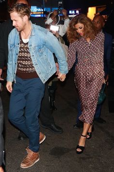Eva Mendes and Ryan Gosling Coordinated Their Going-Out Looks Eva Mendes Hair, Eva Mendes And Ryan, Leila George, Ryan Gosling Style, Cute Couple Outfits, Cheryl Burke, Rachel Weisz, Celebrity Couples, Cute Couples