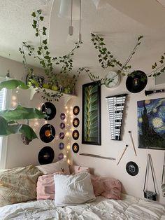 Indie Room Decor, Cute Room Decor, Aesthetic Room Decor, Indie Bedroom, Music Bedroom, Music Inspired Bedroom, Indie Dorm Room, Hippie Bedroom Decor, Aesthetic Bedrooms