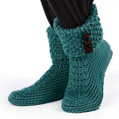 Crochet yourself some simple and cozy slippers. This free crochet slippers pattern makes it easy to keep your toes warm in style this winter. Crochet Buttons, Knit Or Crochet, Crochet Crafts, Diy Crafts, Crochet Slipper Boots, Knitted Slippers, Slipper Socks, Boot Cuffs, Crochet Accessories
