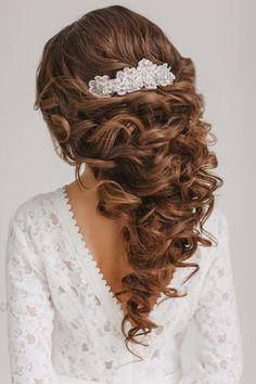 wedding hairstyle ideas; photo: Warm Photo; Created by Elstile