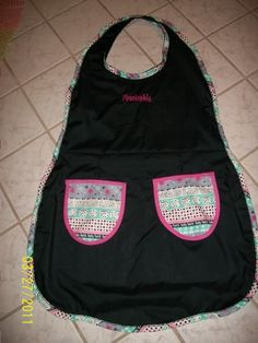 cute reversible apron. click picture to see more pics and tutorial