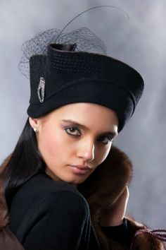 Hats - from http://nedesembegenirsin.blogspot.com Well styled toque.