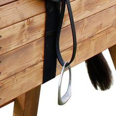 """Ein Pferd für alle Fälle! Pferd """"Tina"""" Damit fing alles an: Das Holzpferd mit einem Stockmaß von 115 cm ist sozusagen das Urpferd unserer Manufaktur und eignet sich ideal für Kinder ab sieben Jahren. Absolut robust, standfest... Mini Pony, Horses, Kitchen Fixtures, Kitchens, Western Saddles, Wooden Horse, East Wind, Galvanized Steel, Baby Horses"""