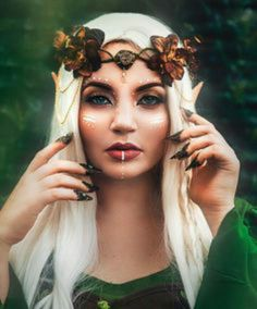 50 Pretty and Unique Makeup Looks For Halloween; the hottest Halloween makeup looks. Cosplay Elf, Elf Costume, Cosplay Makeup, Fairy Costume Makeup, Witch Costumes, Fairy Halloween Costumes, Costume Ideas, Fairy Make-up, Fairy Fantasy Makeup