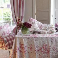 Floral and gingham fabrics. Love this dining room!