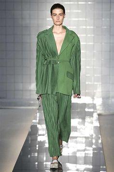 Mila Schön at Milan Fashion Week Spring 2017 - Runway Photos Runway Fashion, Spring Fashion, Fashion Show, Milan Fashion, Ready To Wear, Menswear, Shirt Dress, Couture, Mila Schon