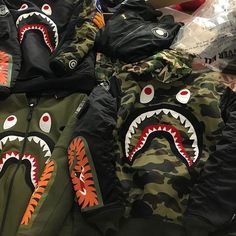 """Bape Yeezy Supreme Not for sale just a warning to everyone PLEASE READ do not EVER do business with people here with bare profiles they provide minimum or no info about themselves and never sell or have feedback. I have been scammed out of some of my items,they will """"buy"""" your items then as soon as you ship they'll CANCEL the order,meaning your product is on the way to them and you receive NO FUNDS. BEWARE BEWARE BEWARE. If they don't have feedback don't trust them. This same person has…"""