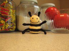 bee. pattern found on http://artedonia.blogspot.com/