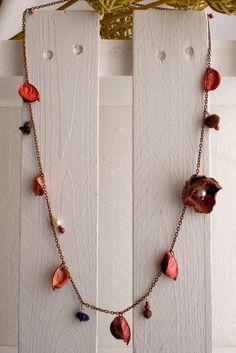 Collana su filo metallico bronzato con pot-pourri e fiore rosa!!!