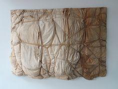 Park Hoge Veluwe - Museum Kröller Müller. Een bijzonder werkstuk vond ik in dit museum, 'gemaakt en ingepakt' door dé inpakker Christo (1935), met als titel 'Empaquetage' (1961). Gemaakt van: hout, linnen, touw, vulmateriaal.... Foto: G.J. Koppenaal 30/8/2017.