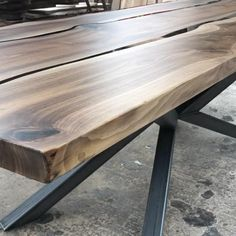 Walnut Dining Table, Furniture Dining Table, Walnut Coffee Table, Dining Tables, Live Edge Tisch, Live Edge Table, Apartment Interior Design, Interior Design Tips, Luxury Furniture